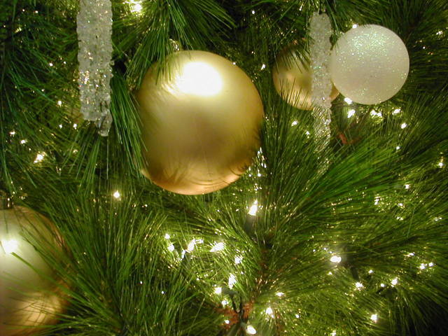 2 Options to Keep Holiday Spending Inside Your Budget